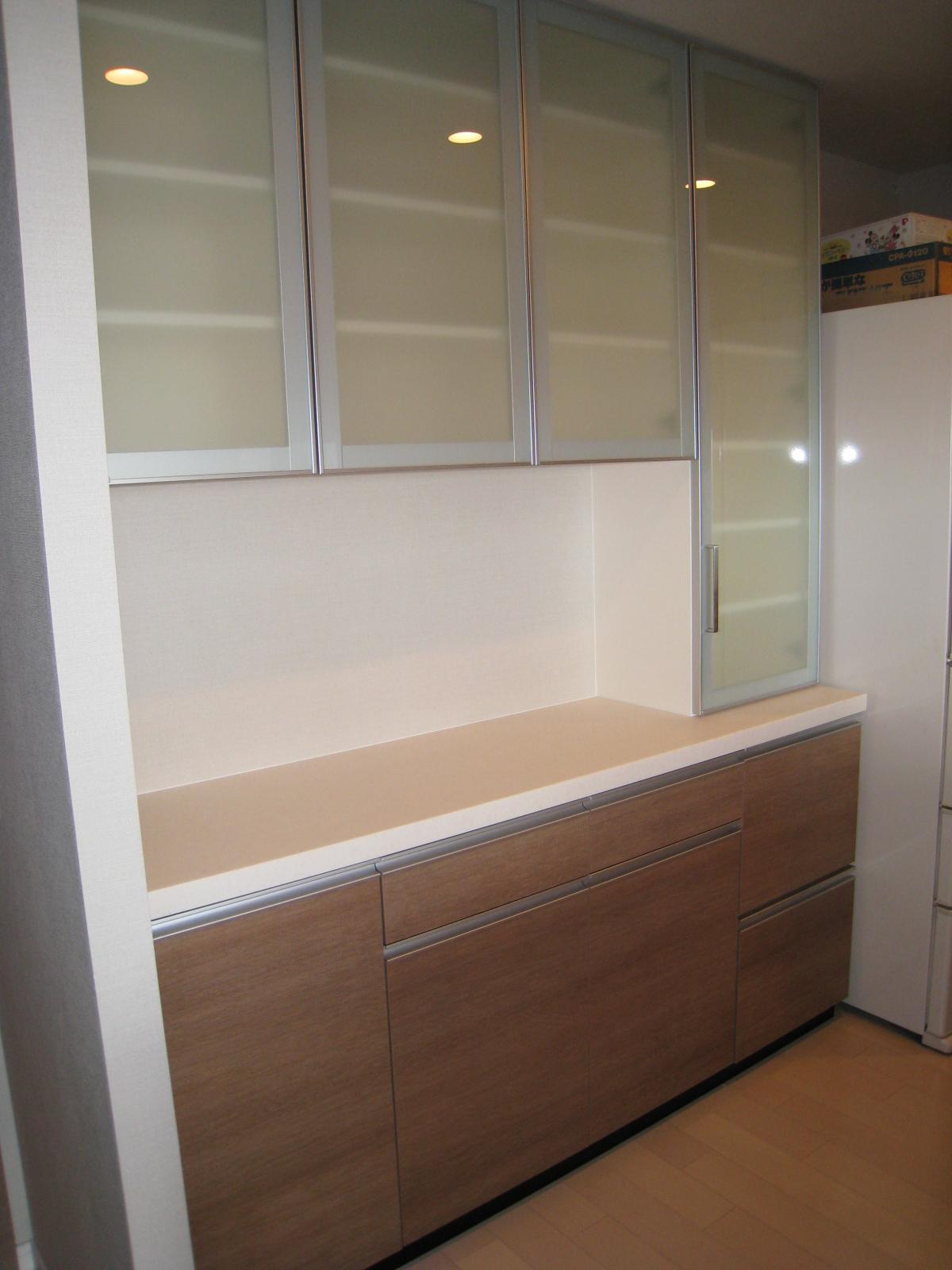 オーダー食器棚 セパレート食器棚 上部吊り戸棚(アルミフレーム式ガラス) 下部(天然御... オ